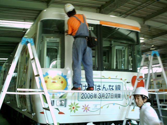 電車ラッピング(施工風景2)-1