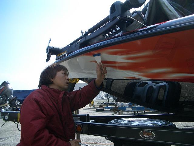庄司プロバスボートラッピング2009(施工風景1)-1